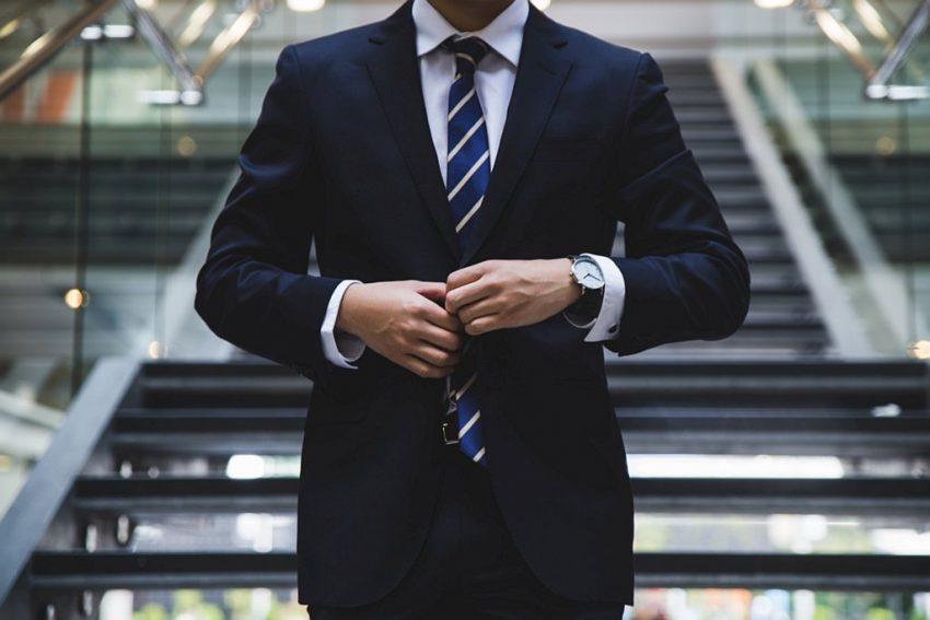Czy warto korzystać z usług profesjonalnego pośrednika kredytowego
