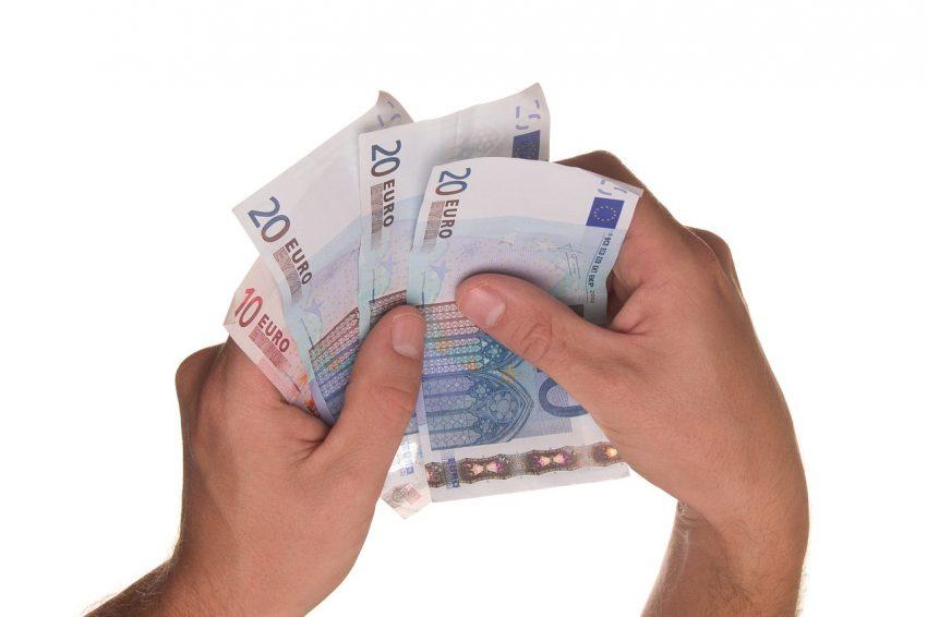 Kredyt dla zadłużonych - jak parabank weryfikuje nasze dane?